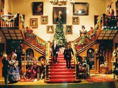 175th Anniversary Christmas Windows